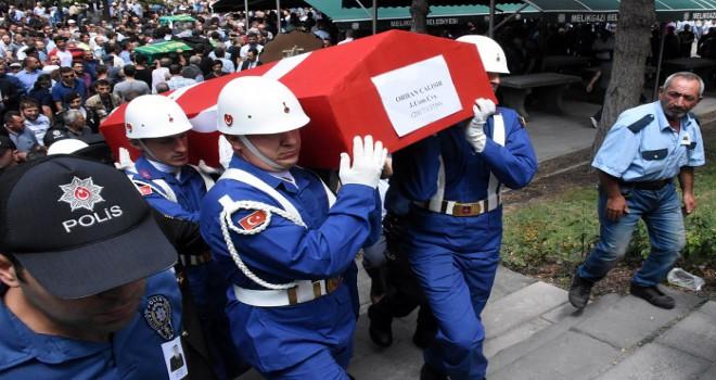 Trafik kazasında hayatını kaybeden Uzman Çavuş defnedildi...