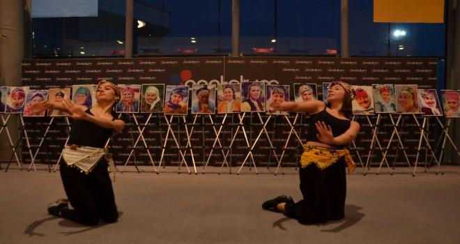 40 kadın 40 başlık  konulu fotoğraf sergisinin galası yapıldı