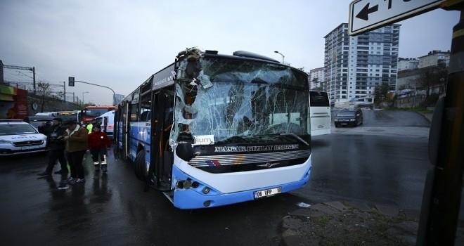 Halk otobüsü temizlik aracına çarptı: 10 yaralı