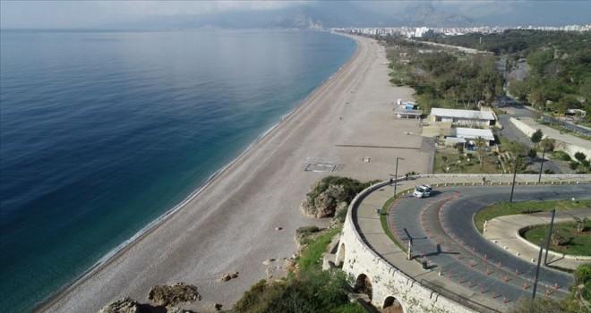 Turizm merkezlerinin sahil ve plajları en sakin günlerini yaşıyor