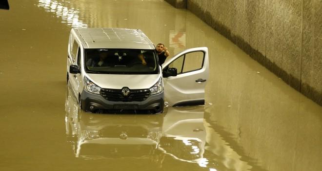Ankara'da şok... Yağmur 3 can aldı