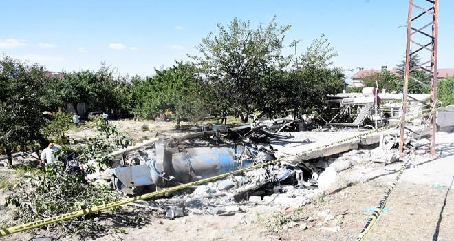Üzerine kanal açma aracı devrilerek hayatını kaybeden 3 kişi acı veda