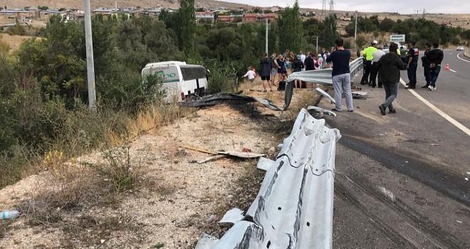 Turist taşıyan otobüs devrildi...