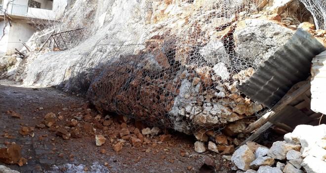 Kayalar koptu, tellerle bağlı olmasaydı...