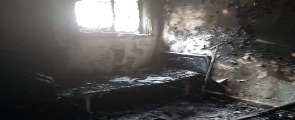 Teröristler gider ayak hastaneyi yaktı...