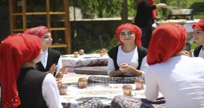 Altınköy'de bahara veda Yaza merhaba şenliği