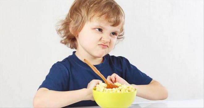 Çocuk ne kadar yiyeceğine kendi karar vermeli...