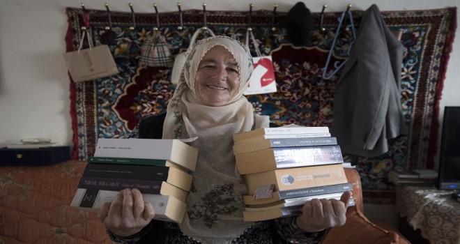 Şehir hayatına sığdıramadığı kitapları köy hayatına taşıdı