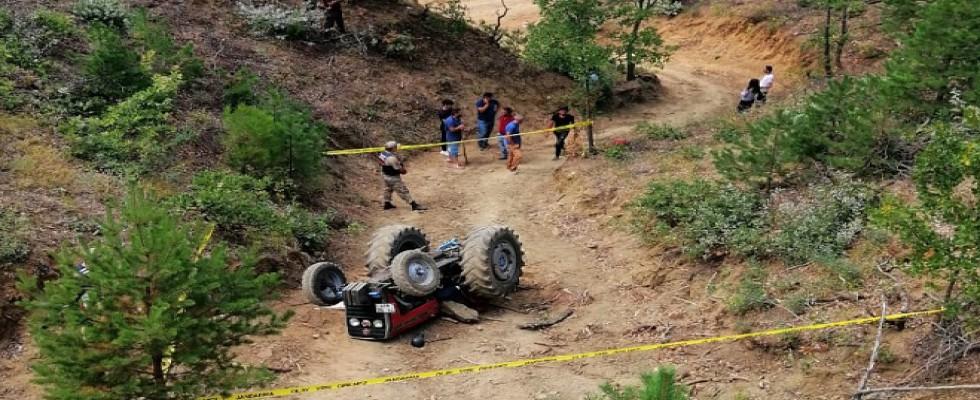 Karı koca traktörün altında kaldı...