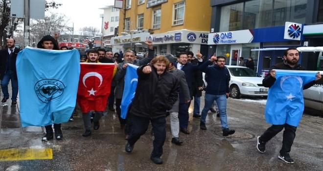 Çin'in Doğu Türkistan politikalarına tepki yağıyor...