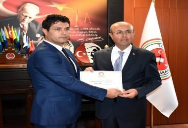 Kırşehir'in CHP'li Başkanı mazbatasını aldı...