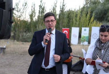 Yabancı misyon temsilcilerine Bağda Kalecik karası üzümü tanıtımı