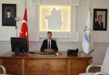 Van Valiliğinden Atatürk portresi açıklaması