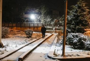Ankara'ya yılın ilk karı yağdı
