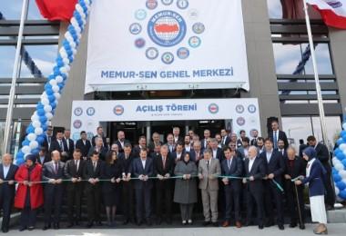 Erdoğan: Belediyelerde zulüm gören memurlar dimdik durmalıdır
