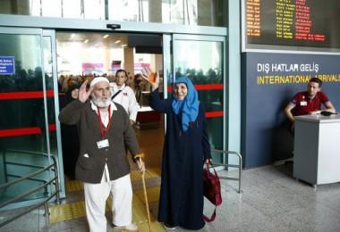 Ankara'nın ilk hacı kafilesi geldi...