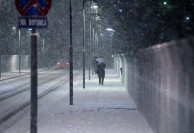 Kar yağışı Başkenti beyaza bürüdü